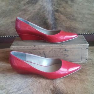 Red Bandolino closed toe wedge heels, size 6